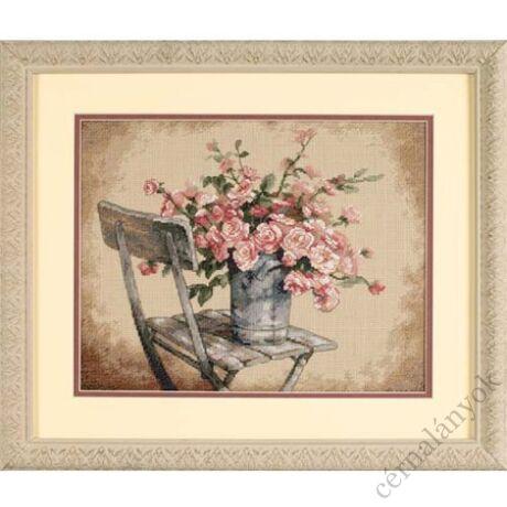 Rózsák fehér széken - keresztszemes készlet